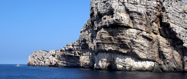 dry cliffs of kornati national park