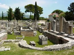 The Roman province of Illyricum brought much of the Dalmatian coast within the Romans control. The realm was reorganized into Dalmatia.