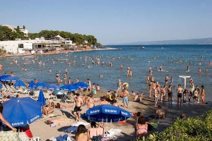 242696-holidays-split-bacvice-beach