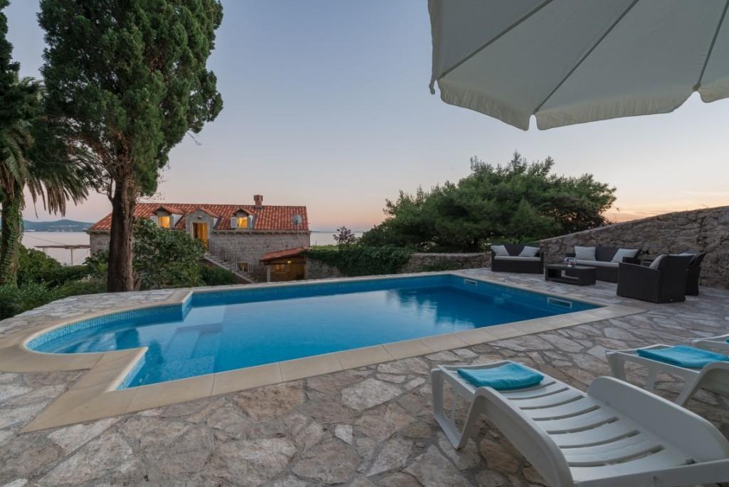 Dalmatinska-Kuca-za-odmor-Villa-Mlini-s-bazenom-uz-more-i-pjescanu-plazu-idealna-za-luksuzno-elitni-i-obiteljski-odmor-Luksuzne-ville-s-bazenom-uz-more-Mlini-Dubrovnik-Dalmacija-Hrvatska-28729_1448883