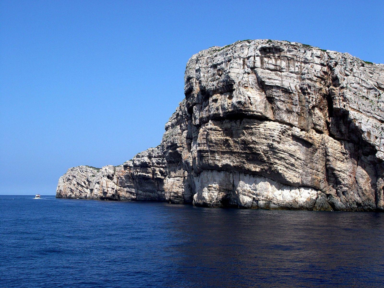 dry cliffs of kornati national park